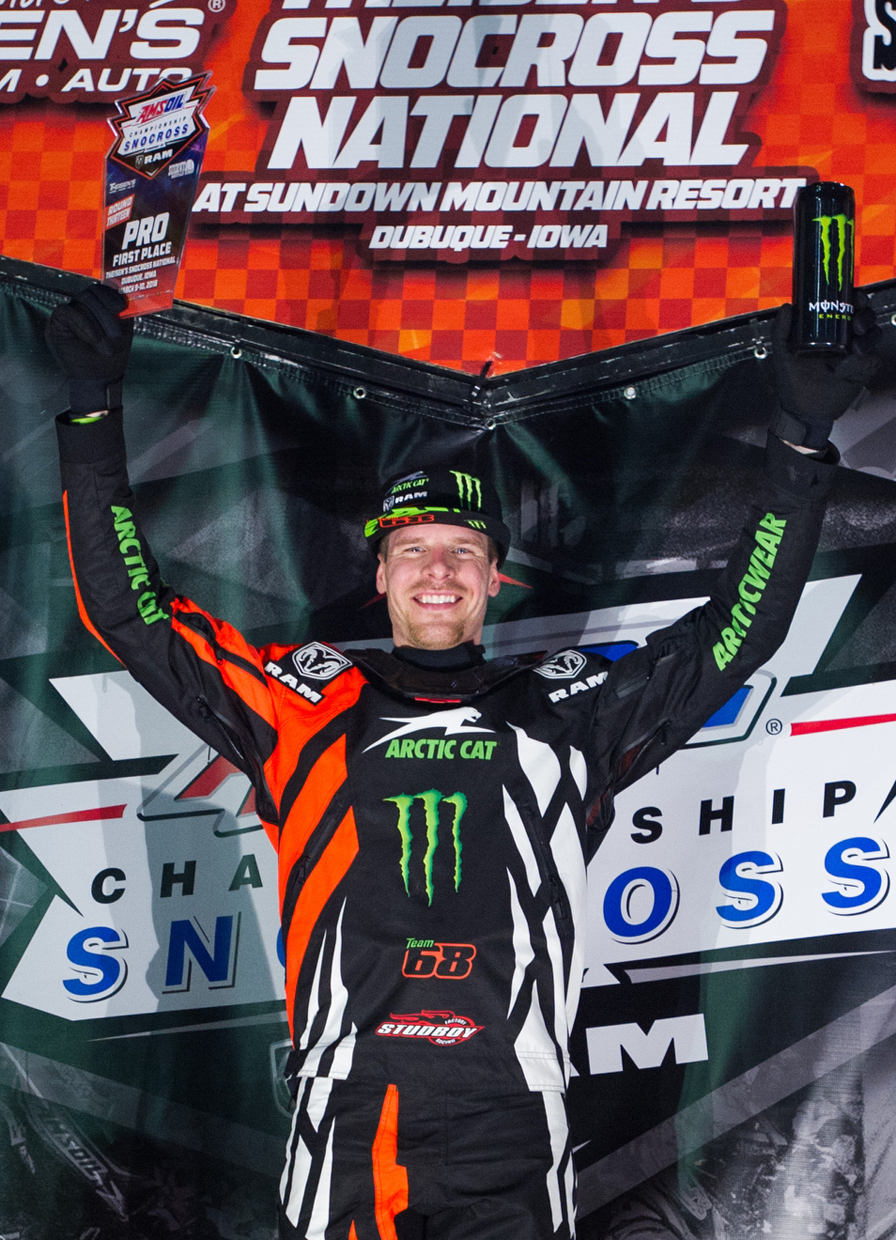 Hibbert puts stronghold on championship with dominant performance in Iowa